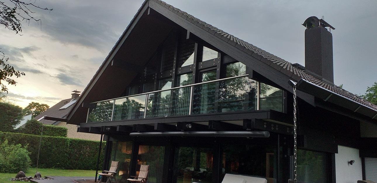 HUF Haus mit Vogelschutz auf Glasfassade
