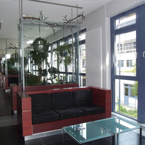 UV-Schutz- Glasfassade im Empfangsbereich Krankenhaus